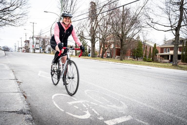 Crédit photo : La Tribune,  Jessica GarneauJournaliste : Isabelle Pion Chronique Plein air Marie-Claude Paradis-Vigneault avec son vélo